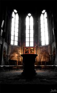 Alter im Zentrum einer Kirche