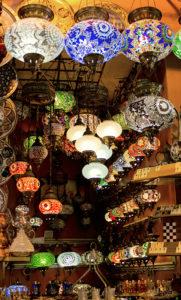 Bunte Lampen auf dem Bazar
