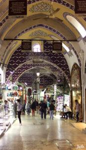 Gang im großen Bazar in der Türkei