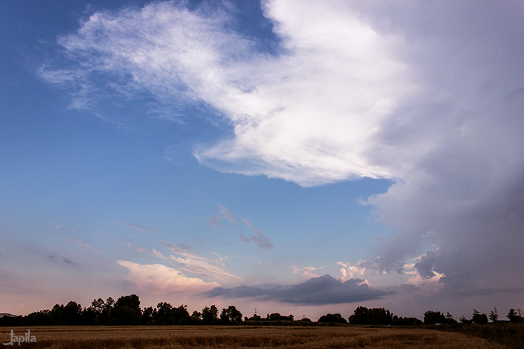 Große Wolke am Nachmittag