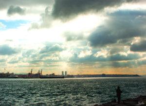 Große Wolke am Hafen