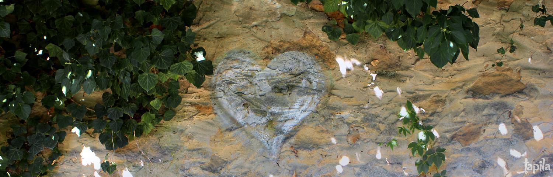 Herz an einer Mauer