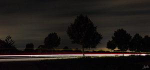Landstraße bei Nacht
