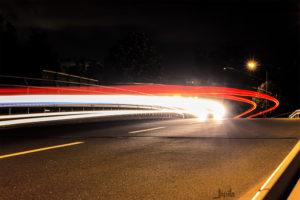 Licht eines vorbeifahrenden Autos