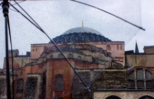 Moschee aufgenommen im Regen