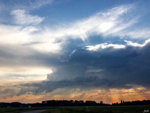 Sonne hinter einer Wolke