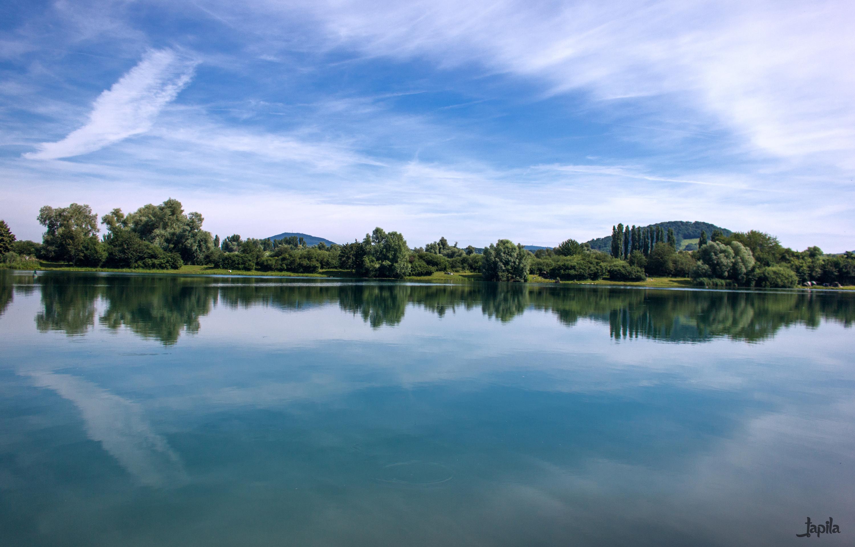 Spiegelung der Wolken im See
