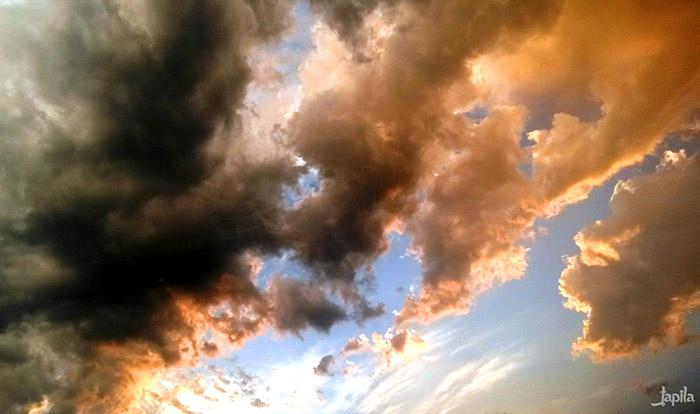 Wolken mit intensiver Farbe