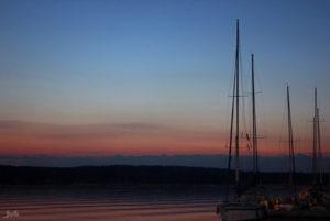 Segelboote am Abend