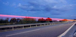 Autolichter-auf-der-bruecke