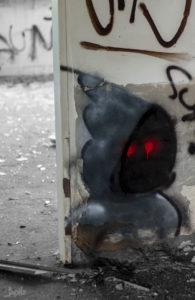 Maennchen-mit-roten-Augen-Graffiti