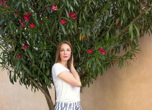 Frau_unter_Blüten